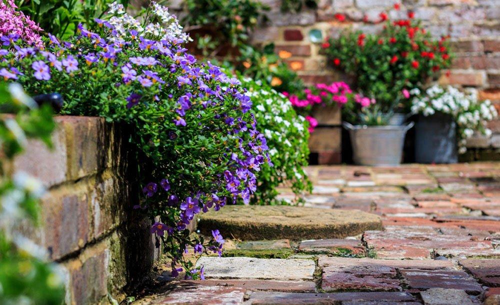 Garden landscaping A2zBuilders Bedford